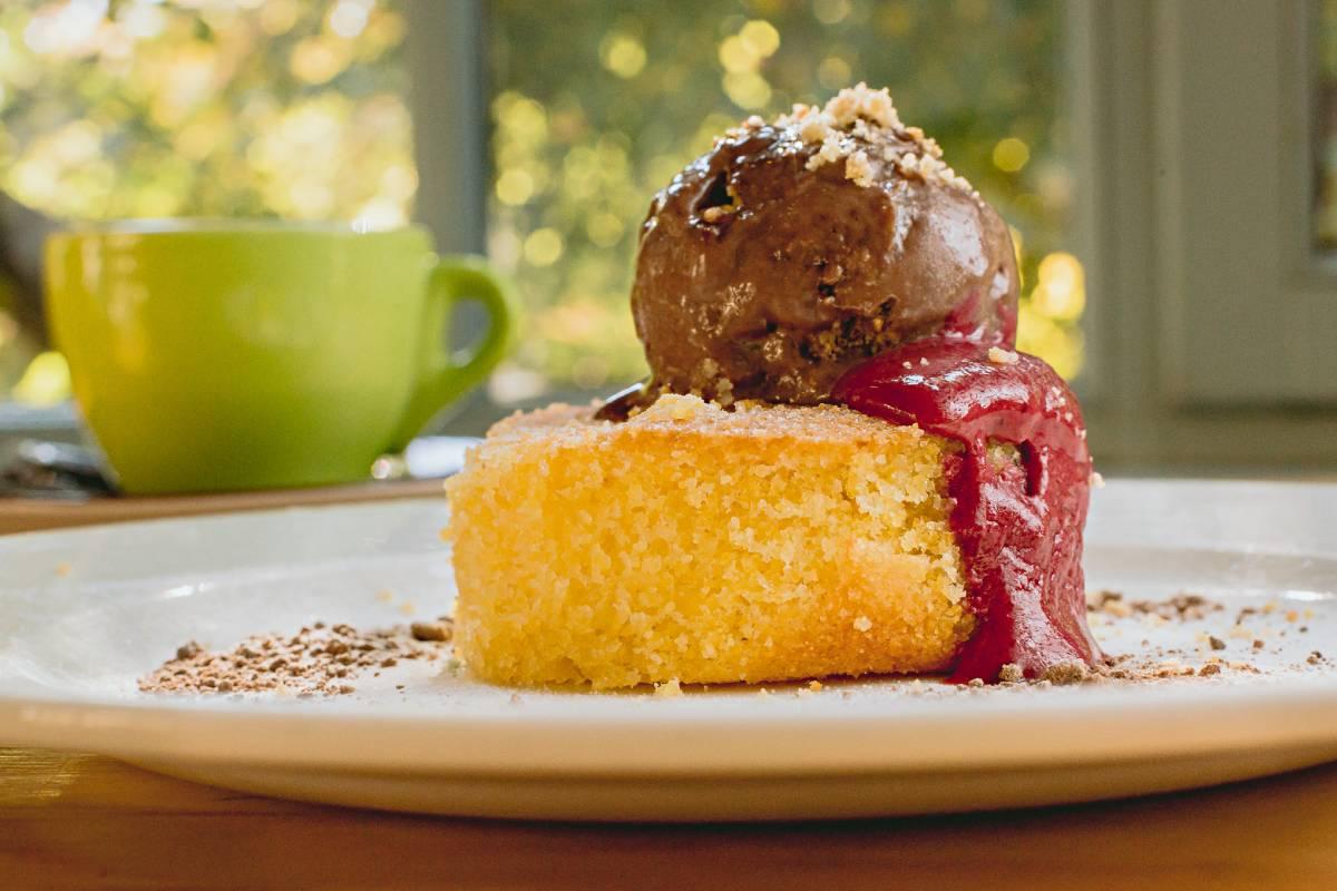 Prăjitură de mălai la restaurantul Casa Boema din Cluj-Napoca